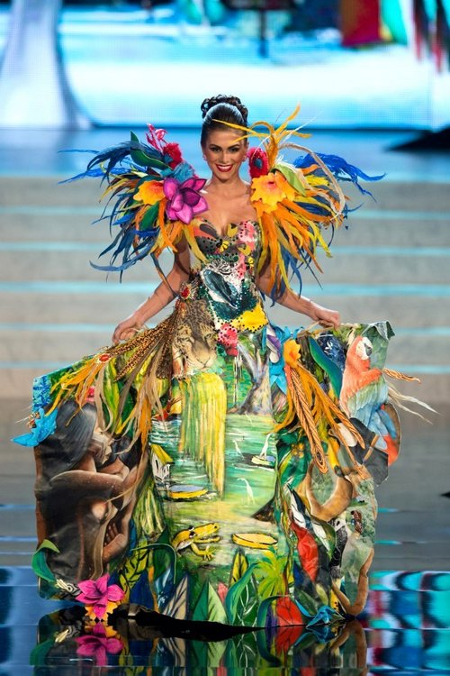 Miss-universe-national-costume-Brazil
